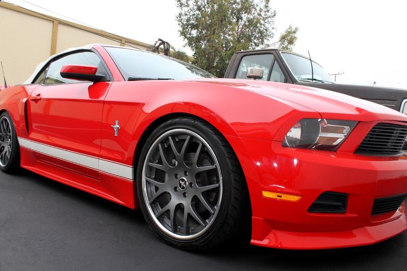 Street Scene Mustang