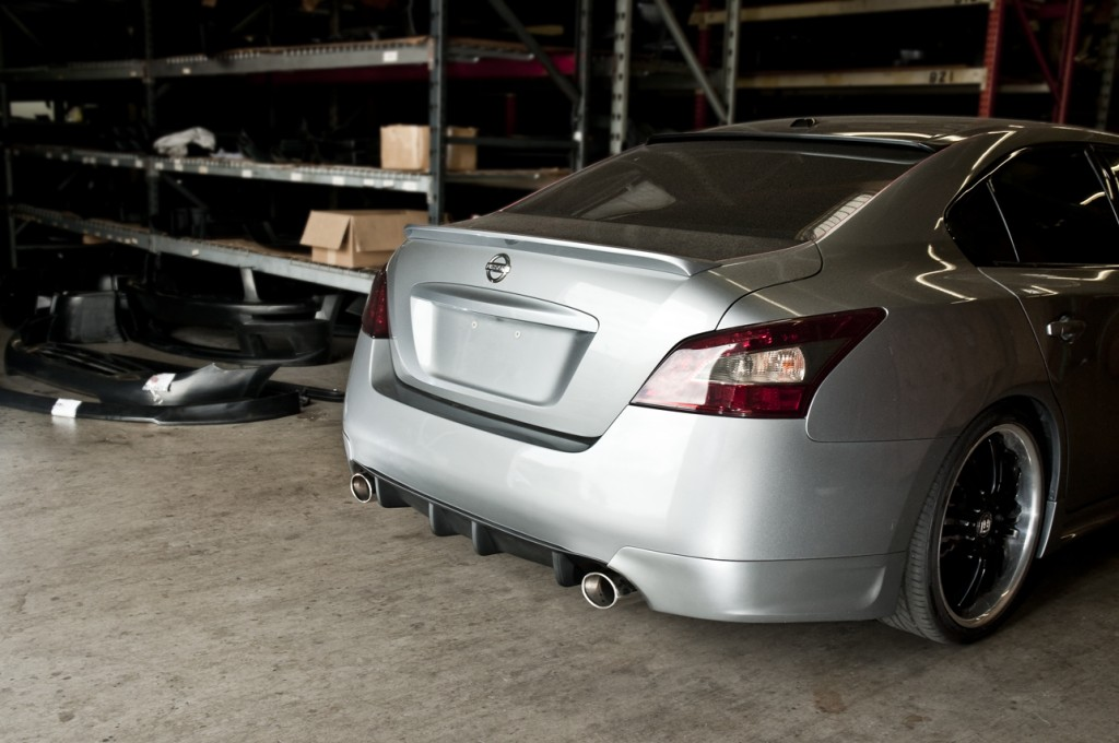 stillen maxima rear diffuser corners installed back view