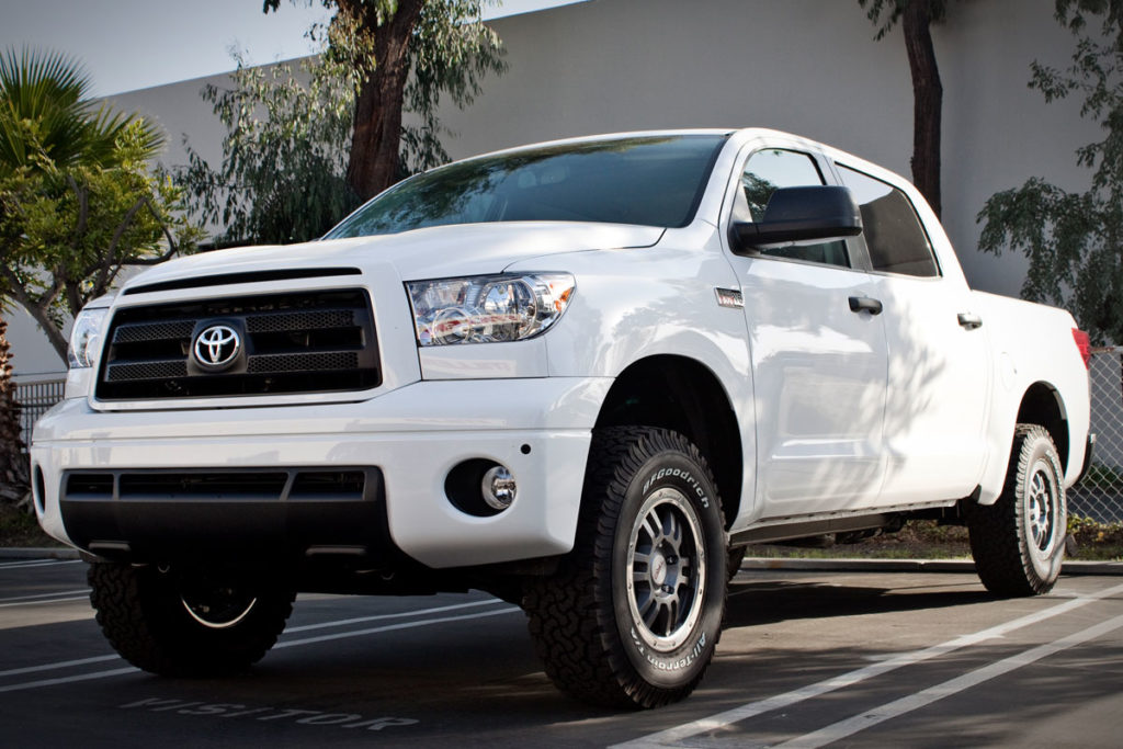 White Toyota Tundra with Leveling Kit at STILLEN